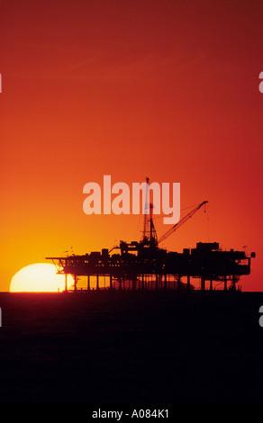 oil drill rig on ocean - Stock-Bilder