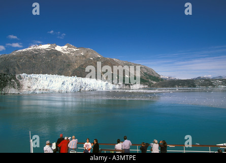 Alaska Cruise Glacier Bay tourists look at ice field from cruise ship - Stock Image