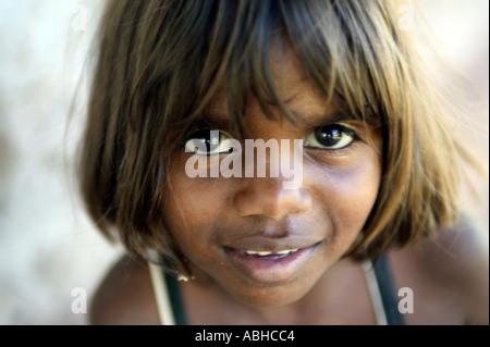 Aboriginal girl from the Manyalluluk outback community near Pine Creek in the Northern Territory of Australia - Stock-Bilder