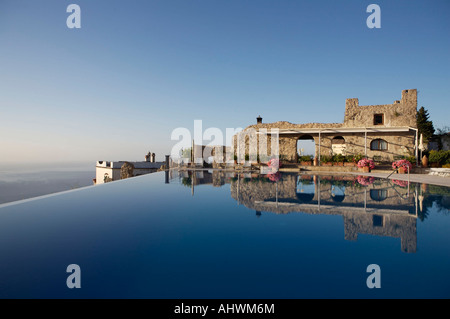 Infinity pool italy stock photos infinity pool italy for Hotels in ravello with swimming pool