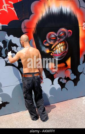 Urban graffer in action - Stock-Bilder