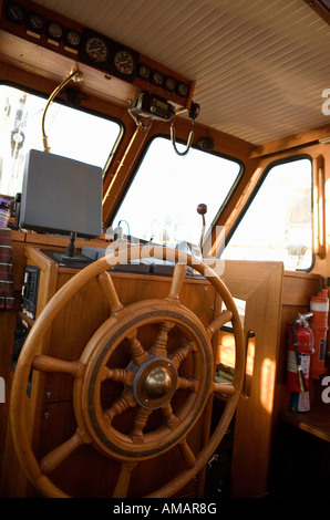 A ship's wheel - Stock-Bilder