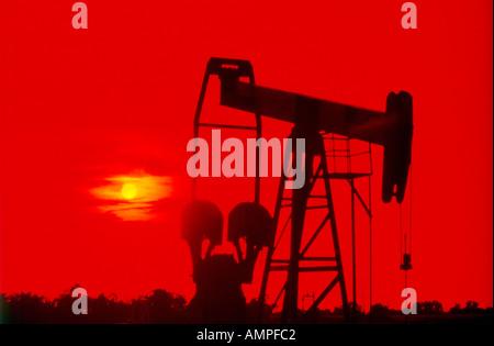 Oil Pump Jack sunset - Stock-Bilder