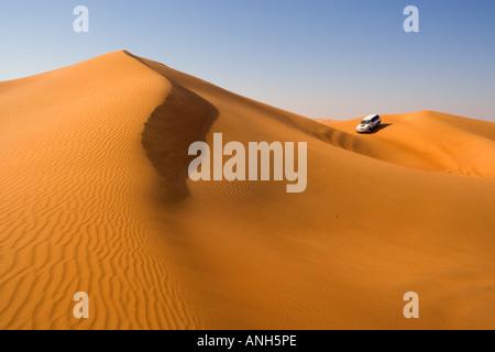 4x4 'dune-bashing' safari, Sand Dunes, Arabian Desert, Dubai, United Arab Emirates - Stock Image