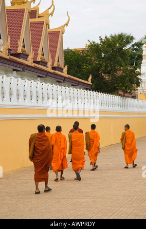 orange walk buddhist singles Orange walk offers maya ruins such as lamanai, a major urban center, lagoons, jungle treks, bird watching and adventures along the splendid new river.