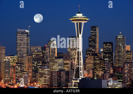Seattle skyline from Kerry Park with full moon - Stock-Bilder