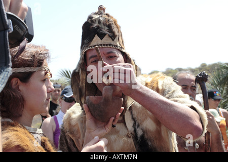 Guanche bride and groom share food from a ceremonial bowl, a Ganigo, during their wedding ceremony, Tenerife, Canary - Stock Image