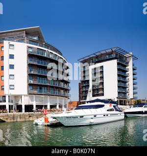 Ocean Village Marina in Southampton with modern apartments motor and power boats - Stock-Bilder