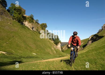 Doug Blane mountain biking Cavedale Castleton in the Peak District National Park Derbyshire UK England GB Great - Stock Image