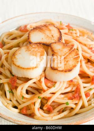 Seared Scallops with Chilli and Tomato Spaghetti - Stock-Bilder