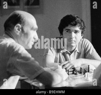 Chess master Rafael Vaganyan right and honourable coach of Armenia Akop Mokatsyan left analyze a game of chess - Stock Image