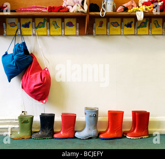 childrens wellington boots in school near pegs - Stock-Bilder