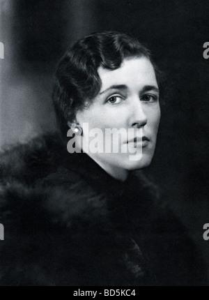 GEORGETTE HEYER  (1902-1974)   British historical novelist photographed in 1939 - Stock Image