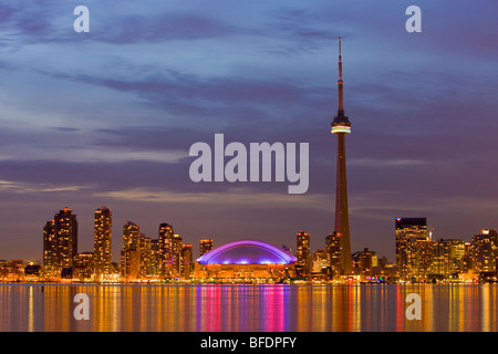 Skyline of Toronto with CN Tower and Rogers Centre at dusk, Toronto, Ontario, Canada - Stock Image