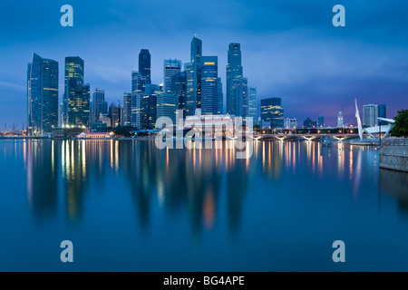 Asia, Singapore, Singapore Skyline and Financial district under gathering storm clouds - Stock Image
