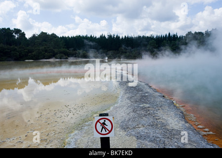 Rotorua, Waiotapu thermal area, Champagne Pool, with sign 'no trespassing' - Stock Image