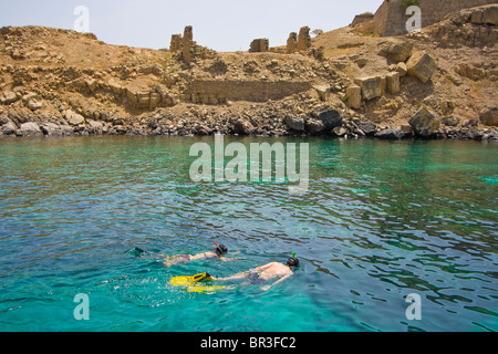 Tourist Couple Snorkeling at Telegraph Island on the Musandam Pensinsula in Oman - Stock Image