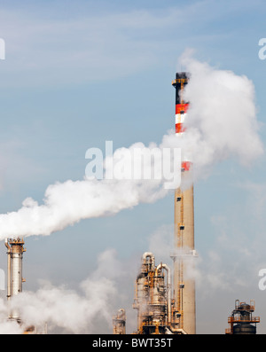 Pollution from petrochemical plant near Guadarranque, Cadiz Province, Spain. - Stock Image
