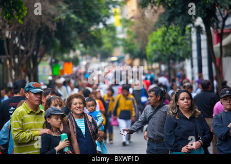 Crowded sidewalk, Mexico City, Mexico - Stock Image