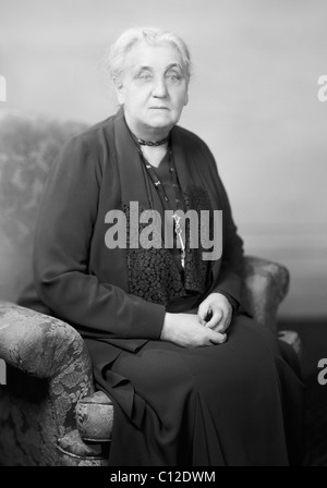 biography of jane addams an activist At the end of her life, jane addams was honored by the american government for  her efforts for peace nicholas murray  (1862-1947) top-flight peace activist.