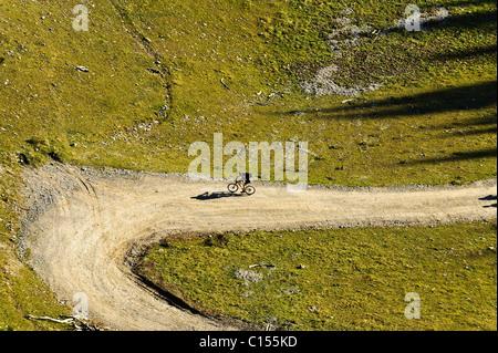 Arial shot of a mountainbiker climbing the Alps in Austria - Stock-Bilder