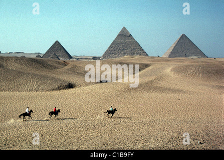 a look at the pyramids of egypt one of the wonders of the world An excavation team in egypt has found what appears to be the interior  of giza,  which is the oldest of the seven wonders of the ancient world  the earliest  humans in england didn't look like you'd imagine curiositycom.