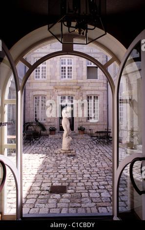 Statue la rochelle stock photos statue la rochelle stock - Hotel de la monnaie la rochelle ...