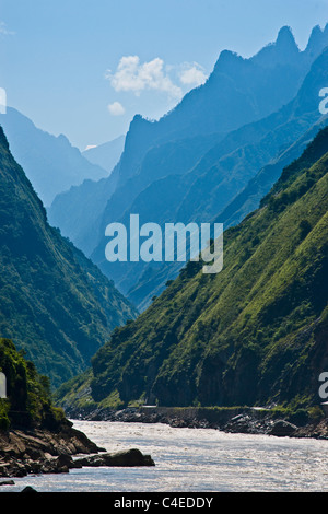 The Yalong River Gorge, longest  river in the Sichuan province of southern China. - Stock-Bilder