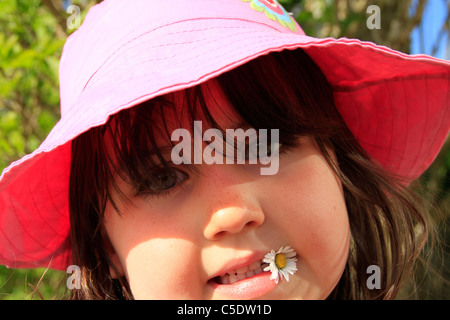 Girl with daisy - Stock Image