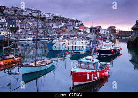 Sunrise over the picturesque harbour at Mevagissey, Cornwall, England. Spring (May) 2011. - Stock-Bilder