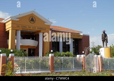 Nicaragua Managua Presidential House Casa de Los Pueblos People's House government building statue Sandino fence - Stock Image