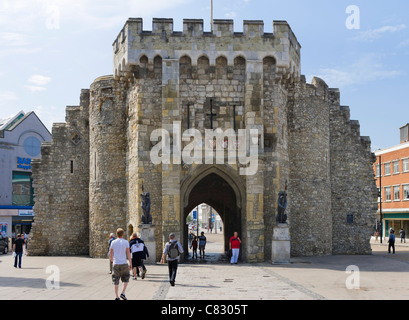 The Bargate medieval gateway in the city centre, Southampton, Hampshire, England, UK - Stock-Bilder