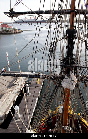 Dec. 01, 2011 - Long Beach, California, U.S. - The Lady Washington sits docked at Rainbow Harbor with the Queen - Stock Image