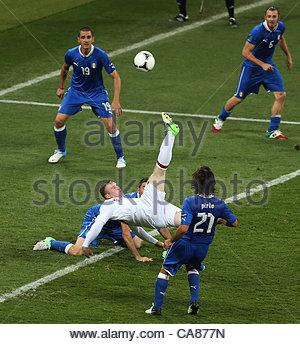 24/06/2012 Kiev. Euro 2012 Football. England v Italy. WAYNE ROONEY MISSES WITH AN OVERHEAD KICK IN 90TH MINUTE Photo: - Stock-Bilder