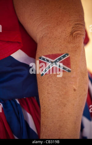 A woman shows off her confederate flag tattoo at the Summer Redneck Games on May 26, 2012 in East Dublin, Georgia. - Stock-Bilder