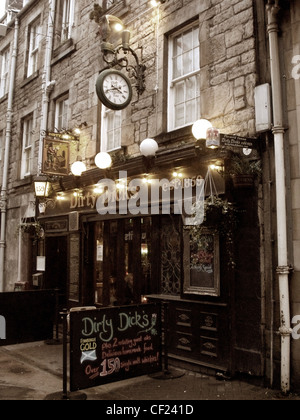 Dirty Dicks pub, Rose Street Edinburgh new town, Scotland in the Evening - Stock Image