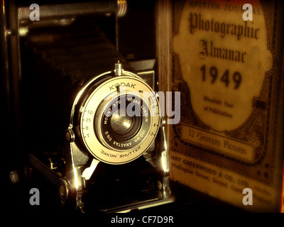 Kodak brownie camera and Photographic Almanac 1949 old vintage shot, made in england - Stock Image