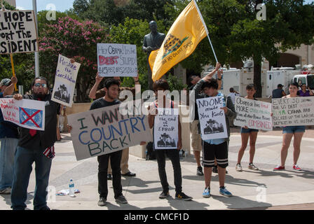 17 July 2012 San Antonio, Texas, USA - People from 'We Are Change' protest in front of the Convention Center - Stock Image
