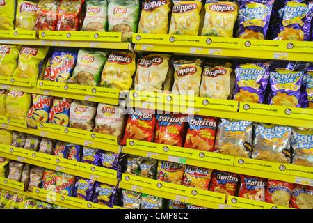 Peru Lima Barranco District Avenida Miguel Grau shopping Metro Supermarket supermarket grocery store chain shelf - Stock Image