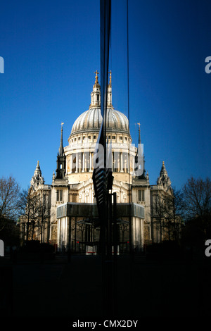 St Paul's Cathedral reflected in the glass front of Jamie Oliver's Barbecoa restaurant in New Change, City - Stock Image
