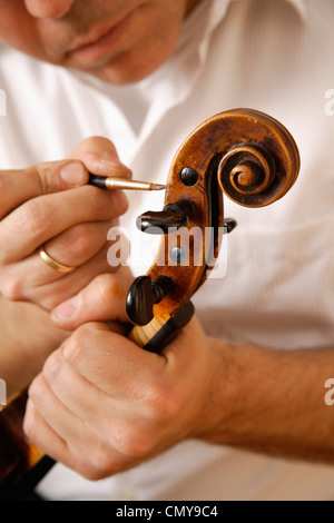Germany, Upper Bavaria, Schaeftlarn, Violin maker making violin, close up - Stock Image