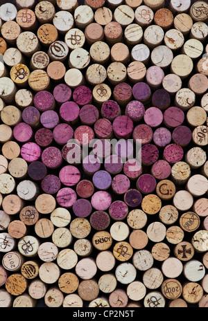 Heart shape red wine cork pattern - Stock-Bilder