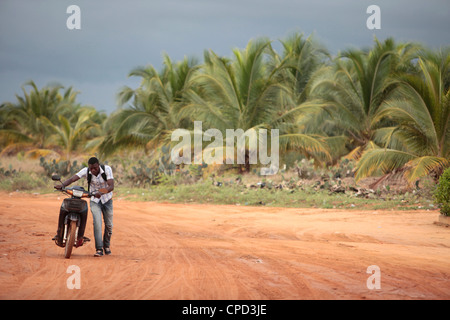 African road, Ouidah, Benin, West Africa, Africa - Stock-Bilder