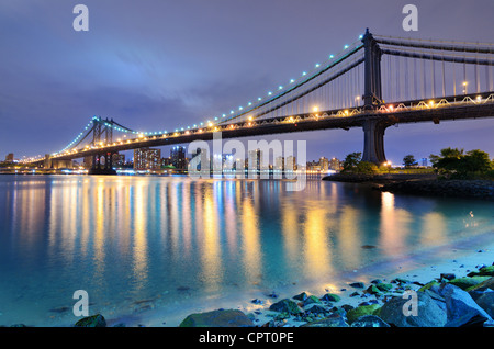 Manhattan Bridge spanning the East River towards Manhattan in New York City. - Stock-Bilder