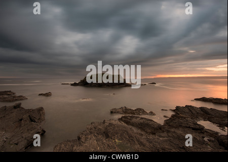 Blurred view of water washing on rocks - Stock Image