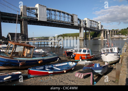 Boats on the beach at Saltash on the Cornish side of Brunel's bridge between Devon and Cornwall over the Tamar - Stock Image