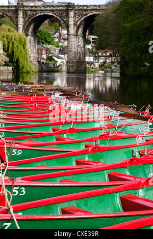 Rowing Boats on the River Nidd,  Knaresborough, North Yorkshire, England - Stock-Bilder