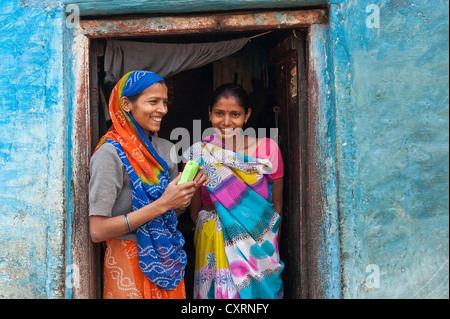Two smiling women in a doorway, Varanasi, Benares or Kashi, Uttar Pradesh, India, Asia - Stock-Bilder