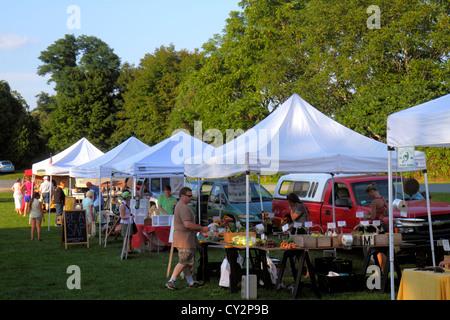 Massachusetts Plymouth Plimoth Plantation farmers market vendor selling produce tent - Stock Image