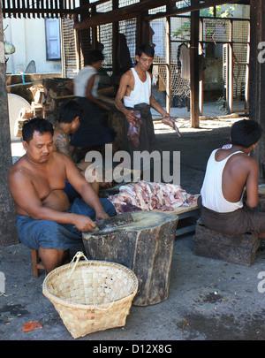 Food is prepared at Mahagandhahon abbey in Mandalay (Amarapura Township), Myanmar, 24 October 2012. Photo: Rolf - Stock-Bilder
